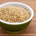 Como faço arroz integral para não ficar seco e duro